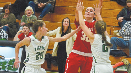 Girls Basketball Falls to Yorktown